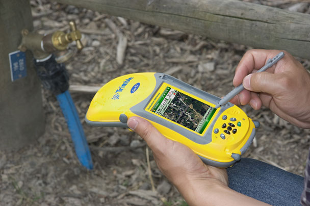 Trimble® GeoExplorer 3000 Series GeoXT™ Handheld
